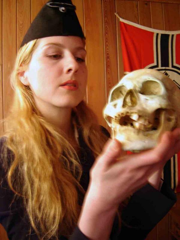http://www.blogmayhem.com/abp/media/03-12-08/blitzkriegnazi.jpg